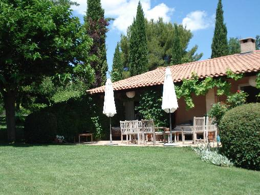Bed & breakfasts Bouches du Rhône, from 40 €/Nuit. House/Villa, Venelles (13770 Bouches du Rhône), Charm, Swimming Pool, Garden, 2 Single Bed(s), 4 Maximum People, Bowls, Country View, No Smoking House, Pets forbidden. A proximité...