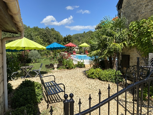 bed & breakfast Dordogne - Pool and dinner area
