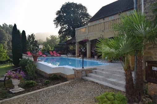 La piscine chauffée à débordement.