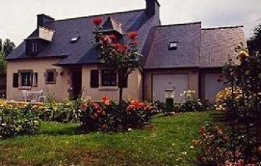Chambres d'hotes Côtes-d\'Armor, à partir de 48 €/Nuit. Maison de caractère, Pléhédel (22290 Côtes-d`Armor), Charme, 2 chambre(s) double(s), 5 personnes maximum, Vue campagne. A proximité : Paimpol 7 km, Perros Guirec 18 km, St ...