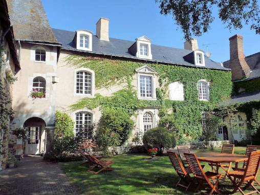Bed & breakfasts Mayenne, from 65-70 €/Nuit. House of character, Saint Denis d`Anjou (53290 Mayenne), Charm, Sauna, Jacuzzi, Garden, Disabled access, Net, WiFi, T.V., Baby Kits, 4 Single Bed(s), 4 Double Bedroom(s), 1 Sui...