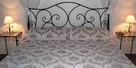 On Dirait Le Sud 'Pomme d'Amour' bedroom, Four-poster bed 160X200