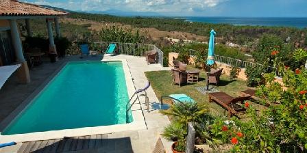 Case Vanille La piscine et son panorama