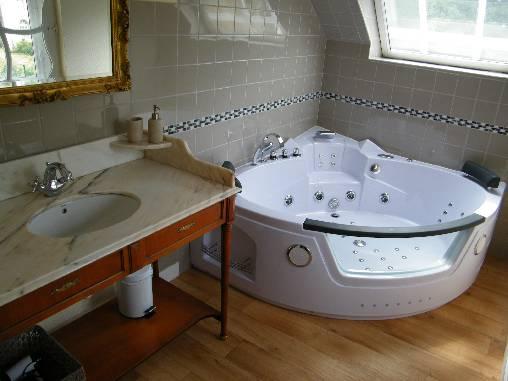 Chambre d 39 hote chateau de damigny chambre d 39 hote calvados 14 basse normandie album photos for Chambre luxe avec jacuzzi normandie