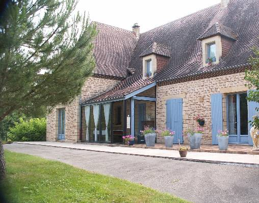Bed & breakfasts Dordogne, from 62 €/Nuit. House of character, La Roque Gageac (24250 Dordogne), Swimming Pool, Garden, WiFi, Parking, 3 Double Bedroom(s), 1 Suite(s), 12 Maximum People, Kids Games, Country View. A proximi...
