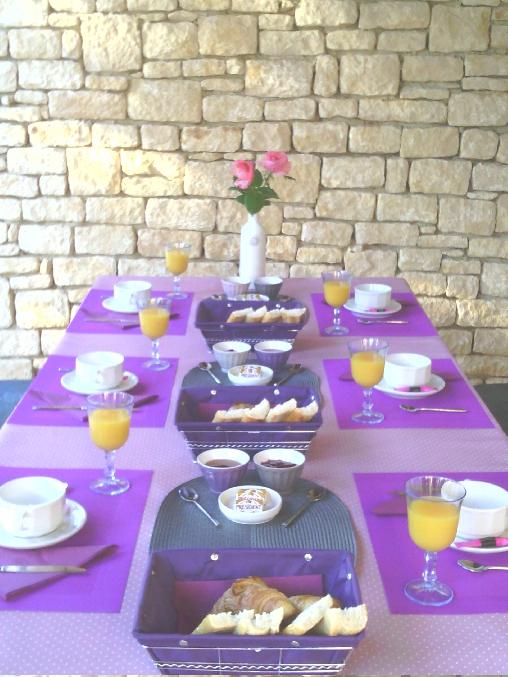Vue d'un petit déjeuner dans la véranda