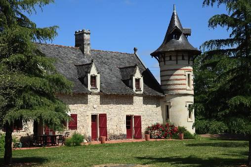 Chambres d'hotes Maine-et-Loire, à partir de 69 €/Nuit. Maison de caractère, Brion (49250 Maine-et-Loire), Charme, Piscine, Jardin, Parc, 4 chambre(s) double(s), Salon, Clef Verte, Hébergement Nature Et Patrimoine, Chèques vacan...