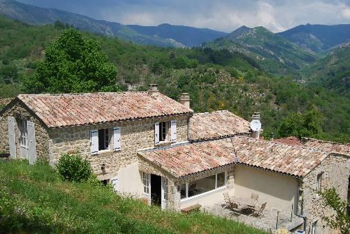 Bed & breakfasts Ardèche, from 55 €/Nuit. House of character, Asperjoc (07600 Ardèche), Charm, Swimming Pool, Garden, Net, T.V., Baby Kits, 2 Double Bedroom(s), Lounge, Kids Games, Travel Cheques, Mountain View. A proximi...