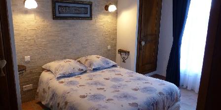 Chambre d'hotes La Bastide Des Pignes > chambre Opale