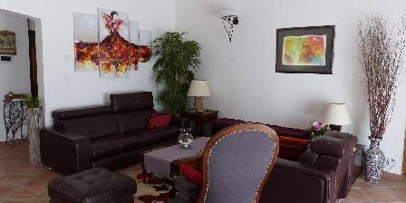 Chambre d'hotes La Bastide Des Pignes > salon - hiver