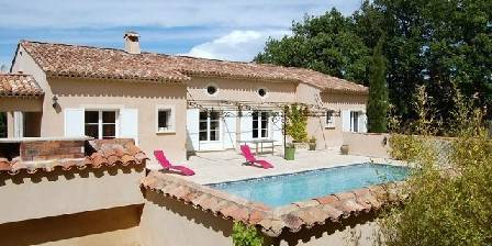 Chambre d'hotes La Bastide Des Pignes > terrasses & piscine