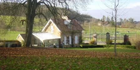 Gite Chateau de la Presle > la conciergerie dans le parc du chateau
