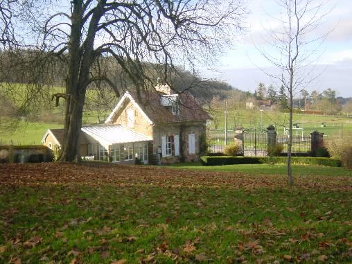 la conciergerie dans le parc du chateau