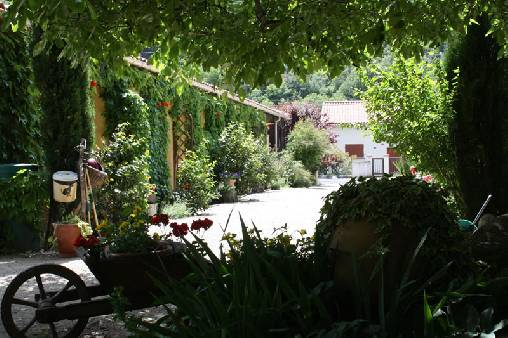 Bed & breakfasts Pyrénées-Orientales, from 49 €/Nuit. House/Villa, Sahorre (66360 Pyrénées-Orientales), Guest Table, Swimming Pool, Jacuzzi, Garden, WiFi, Kids Games, Travel Cheques, Bowls. A proximité : River, Mountain, Festival, Cy...