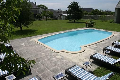 Le parc et sa piscine
