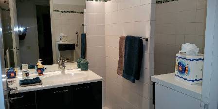 Ferienunterkunft Eguzkia > showerroom > Klicken Sie hier um das Foto zu vergrern