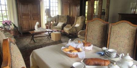 Chambres d'Hôtes Dainerie Le petit déjeuner au salon