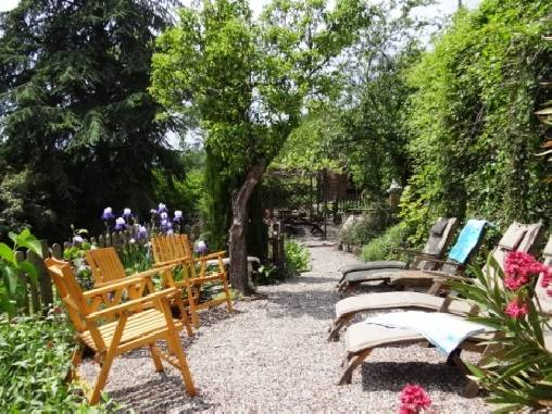 bed & breakfast Aude - Our peaceful sunny garden