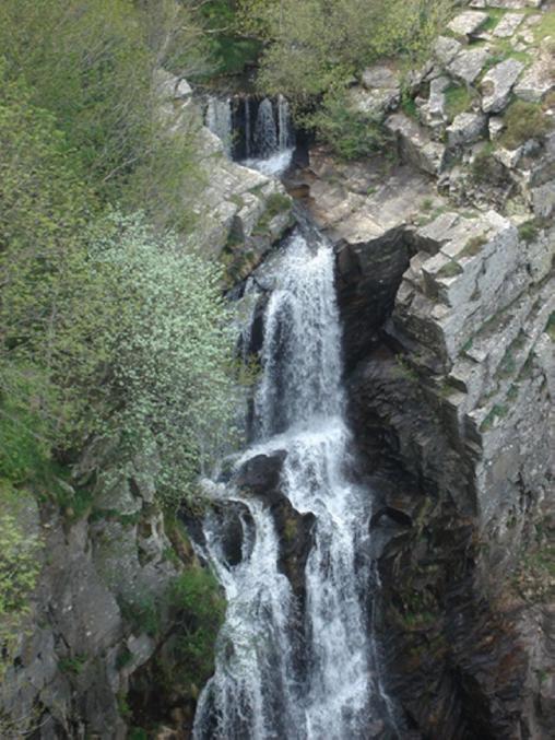 Cascade Cubservies 90 m de haut