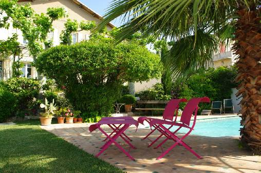 Bed & breakfasts Bouches du Rhône, from 85 €/Nuit. House of character, Marseille (13000 Bouches du Rhône), Charm, Swimming Pool, Garden, Park, Net, WiFi, Parking, 3 Double Bedroom(s), 6 Maximum People, Tennis, Bowls, Sea View, Tow...