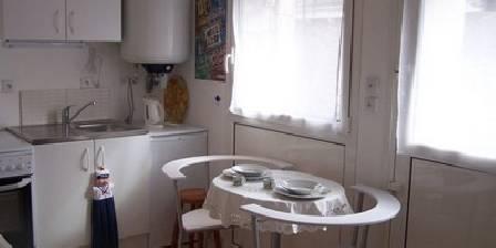 Holiday rental La ville bourse > entrée-cuisine