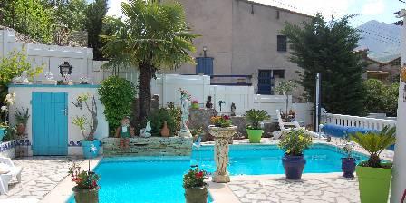 Villa du Pont Villefranche de Conflent Piscine,jardin fleuri