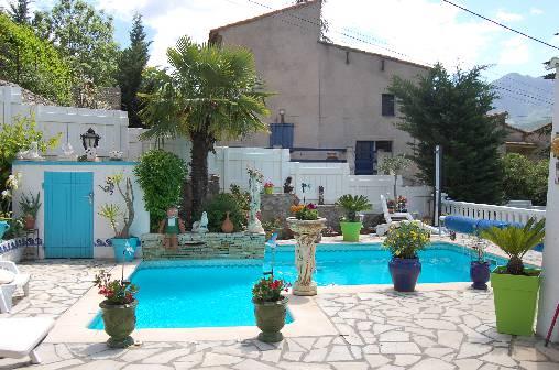 piscine,jardin fleuri