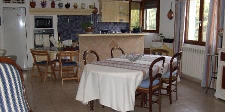 Gite Gite du Mas d'Yf > séjour cuisine intégrée