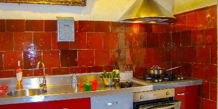 Le Mas de La Gavaresse Kitchen