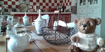 Le Clocher du May Originale La vaisselle du p.déjeuner