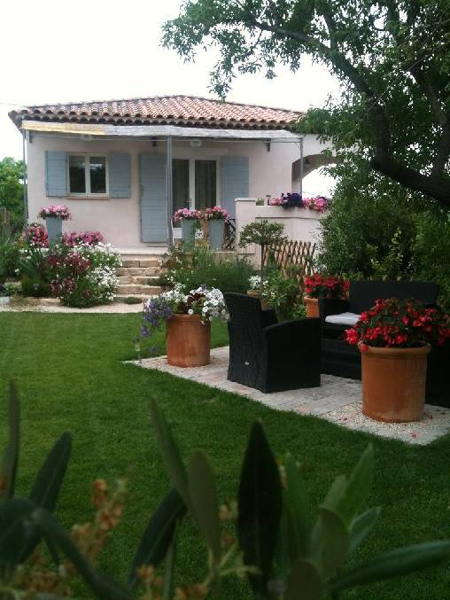 Bed & breakfasts Bouches du Rhône, from 85 €/Nuit. House/Villa, Marseille (13000 Bouches du Rhône), Charm, Guest Table, Garden, Park, Net, WiFi, T.V., Parking, Air-Conditioning, 2 Double Bedroom(s), 4 Maximum People, Lounge, Count...