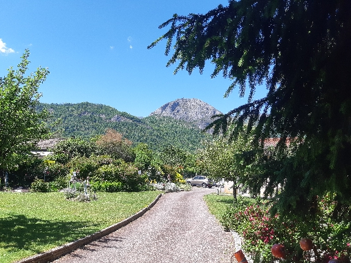 Bed & breakfasts Ariège, from 70 €/Nuit. Apartement, Tarascon sur Ariège (09400 Ariège), Garden, WiFi, T.V., Parking, 1 Double Bedroom(s), 2 Maximum People, Lounge, Weddings, Mountain View, No Smoking House, Pets forbidd...
