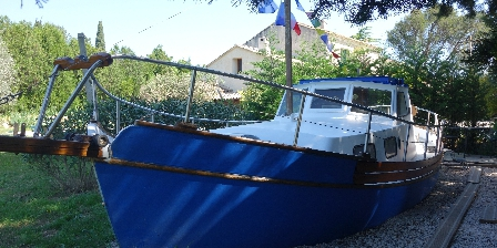 Le Mas d'Acanthe Unsually cabin boat