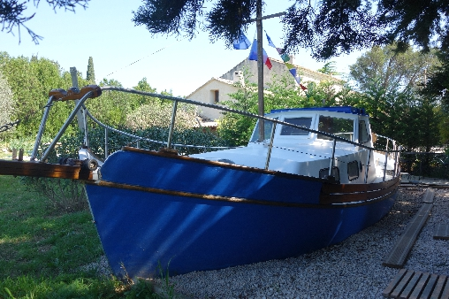 Insolite bateau-cabine