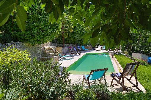 Bed & breakfasts Vaucluse, from 80 €/Nuit. House of character, Saint Martin de Castillon (84750 Vaucluse), Charm, Guest Table, Swimming Pool, Garden, Park, Net, WiFi, T.V., Baby Kits, 5 Double Bedroom(s), 12 Maximum People...