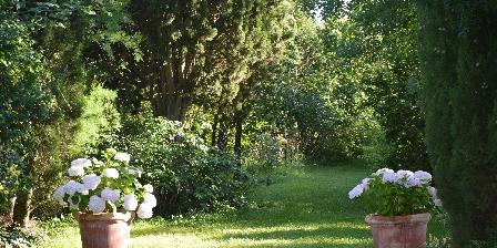 Le Mas D'escampette Au jardin