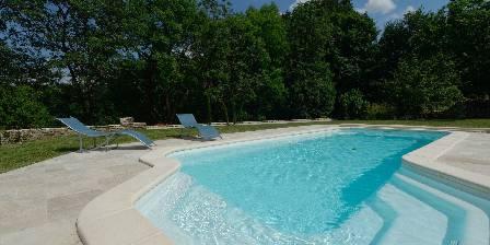 Chambre d'hotes La Tour Charlemagne > piscine