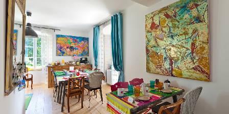 Chambre d'hotes La Tour Charlemagne > Salle de petit dejeuner