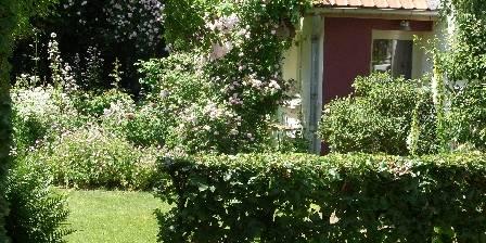 La Ferme De Beaupre Vue sur la chambre 'Iris' depuis le jardin