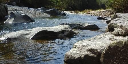 Au Ruisseau De Rose La rivière