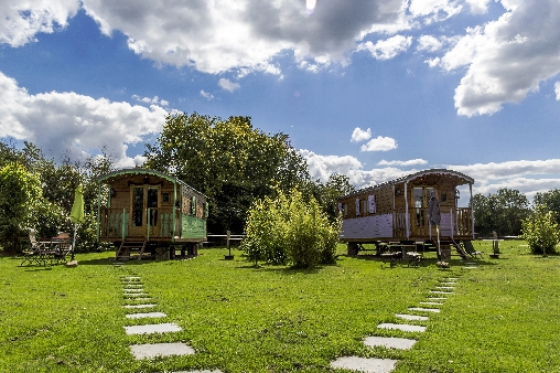 bed & breakfast Maine-et-Loire - the two gipsy wood caravans of the Brauderie