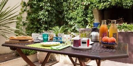 Le Patio de Valros Le petit déjeuner en été