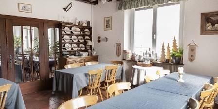 Chambre d'hotes La Montagne Verte > salle du petit déjeuner