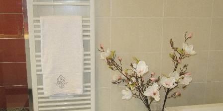 Le Numéro 8 Bis Grande salle de bains avec baignoire et douche à l'italienne