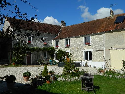 Bed & breakfasts Seine-et-Marne, from 70 €/Nuit. Farm, Saint Mars Vieux Maisons (77320 Seine-et-Marne), Guest Table, Swimming Pool, Garden, Net, WiFi, Baby Kits, Parking, 5 Double Bedroom(s), 12 Maximum People, Lounge, Chimeney,...