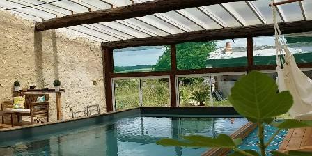 Le Relais de Libreval La piscine avec vue sur la campagne