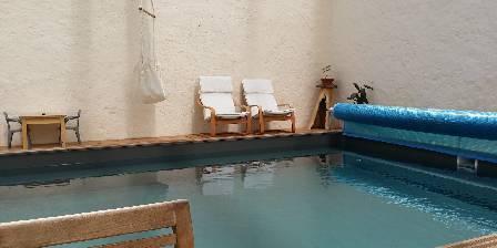 Le Relais de Libreval Détente à la piscine