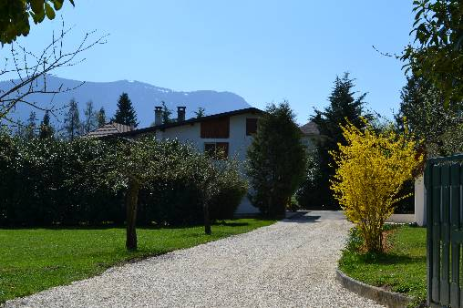 Bed & breakfasts Savoie, from 75 €/Nuit. House/Villa, Saint Ours (73410 Savoie), Charm, Guest Table, Garden, Park, Net, WiFi, T.V., Baby Kits, Parking, 2 Double Bedroom(s), 1 Suite(s), 8 Maximum People, Lounge, Kids Game...