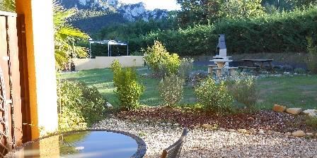 Le Jardin des Gorges Terrace family room Magnolia