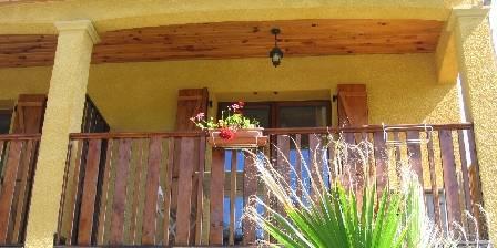 Le Jardin des Gorges Terrasse en bois studio Lila